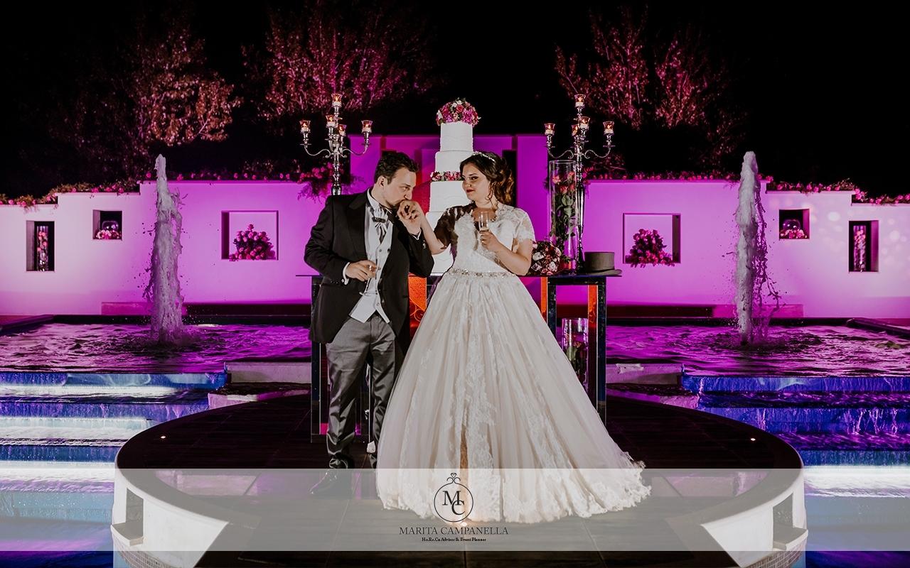 matrimonio stile inglese bacio sposi