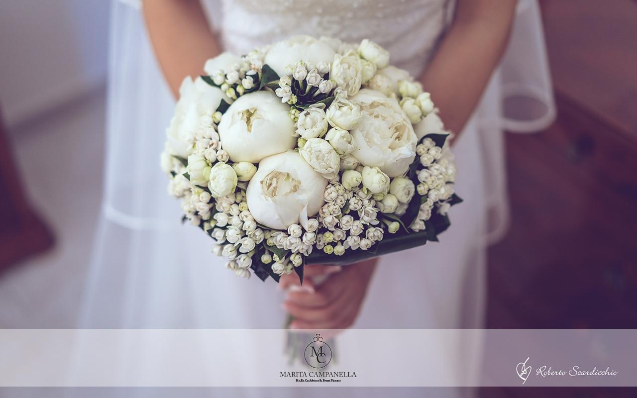 matrimonio tema viaggio bouquet fiori bianchi