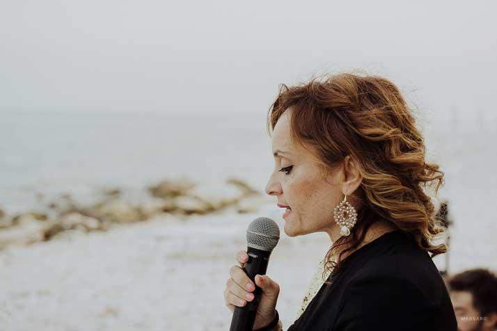 matrimonio antonio e annarosa marita campanella con microfono