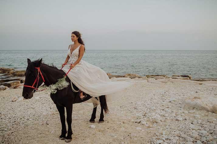 matrimonio antonio e annarosa sposa a cavallo