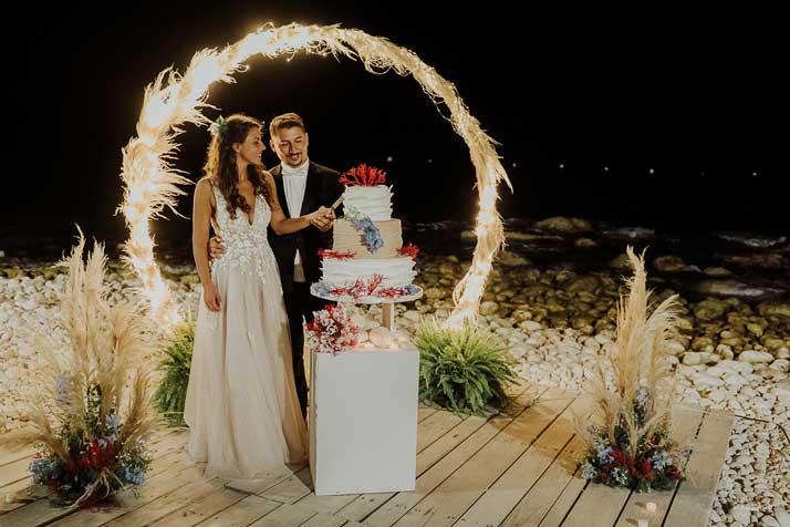 matrimonio antonio e annarosa sposi con torta nuziale