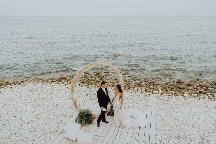 matrimonio antonio e annarosa sposi in riva al mare